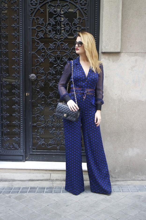 Diane Von Furstenberg  jumpsuit polka dots chanel bag prada sunnies Paula Fraile Amarás la moda fashion blogger5