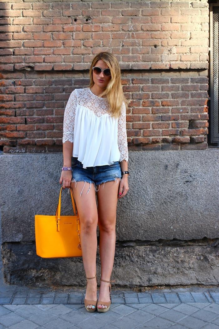 michael kors shopping bag yellow top white crochet Zara shorts amaras la moda 4