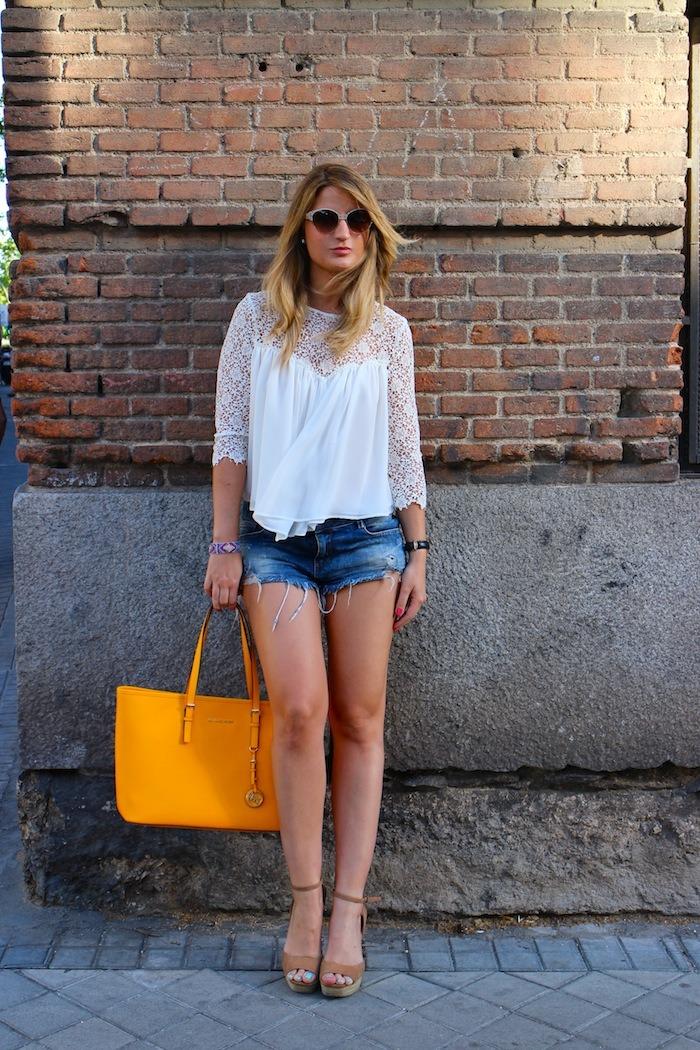 michael kors shopping bag yellow top white crochet Zara shorts amaras la moda 7