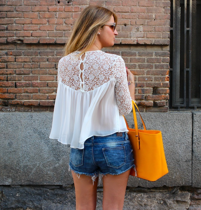 michael kors shopping bag yellow top white crochet Zara shorts amaras la moda