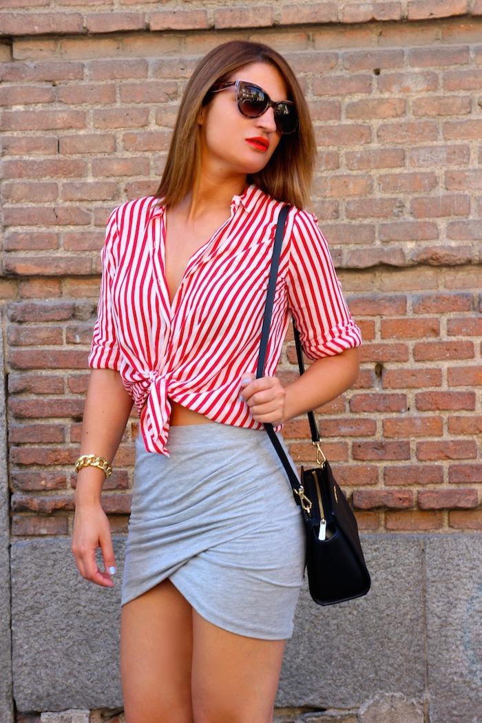 camisa rayas roja blanza zara falda cruzada amaras la moda michael kors bag