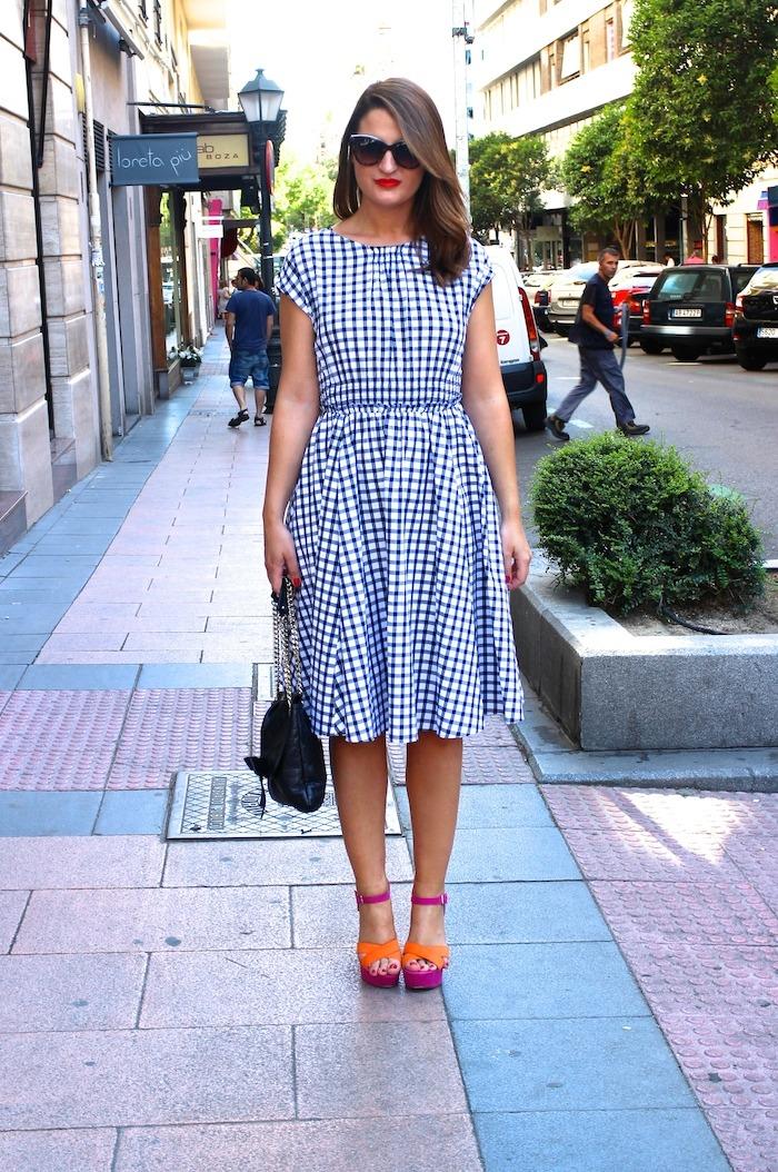 vestido cuadros Zara Carolina Herrera bag sandals Primark Amarás la moda 2