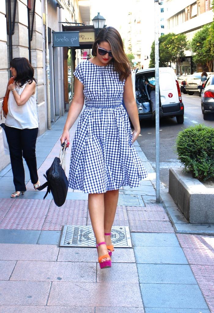 vestido cuadros Zara Carolina Herrera bag sandals Primark Amarás la moda 4