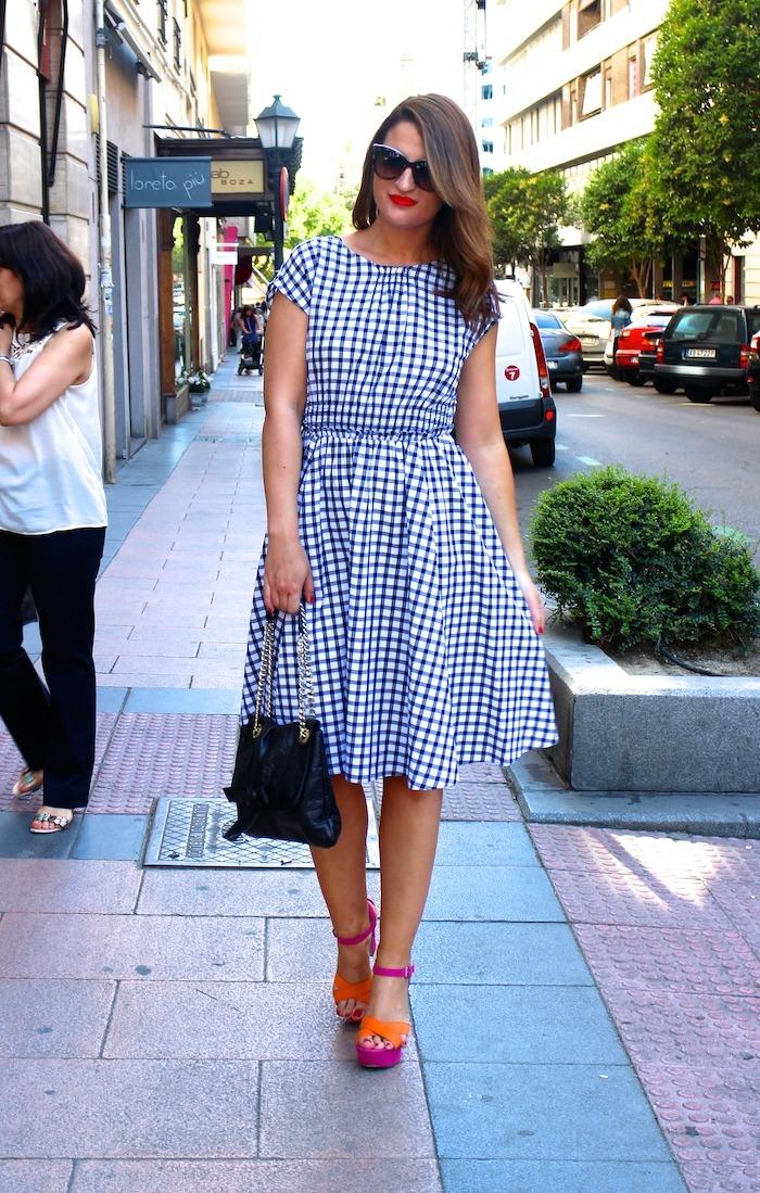 vestido cuadros Zara Carolina Herrera bag sandals Primark Amarás la moda 5