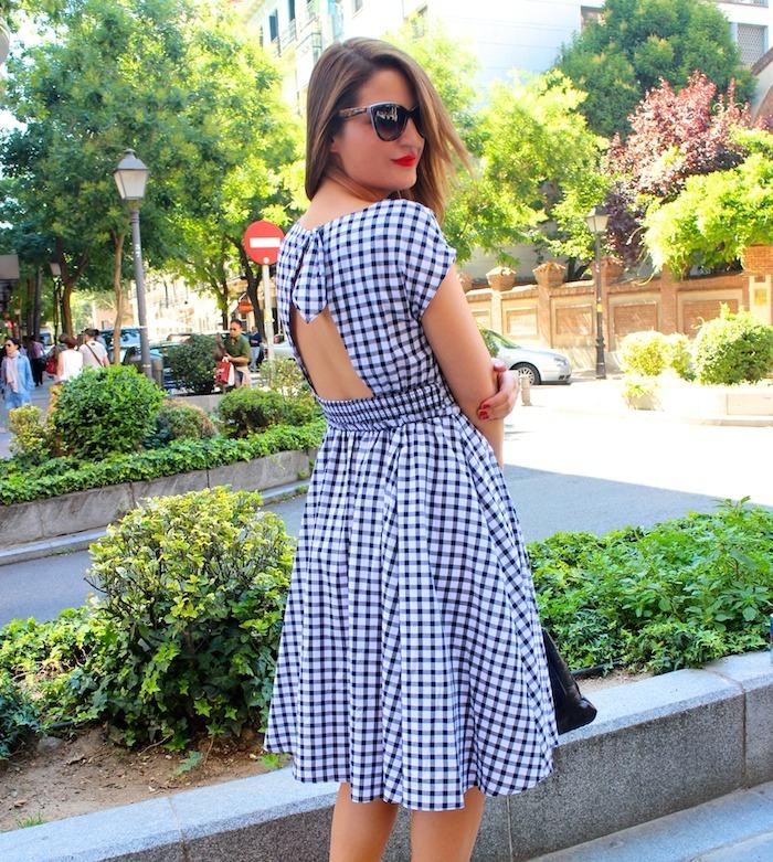 vestido cuadros Zara Carolina Herrera bag sandals Primark Amarás la moda