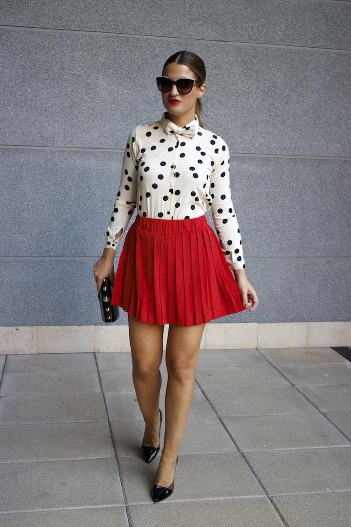 falda plisada camisa corazones compañia fantastica amaras la moda chloe borel zapatos