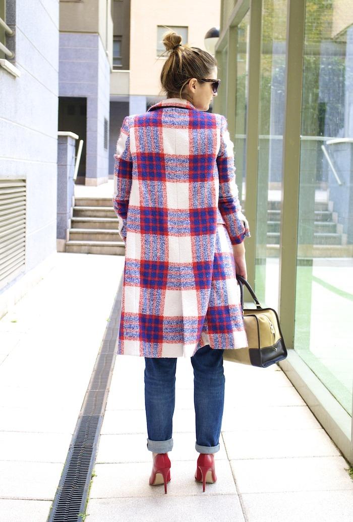 boyfriend jeans h&m Loewe Amazona bag Zara coat stilettos Zara Amaras la moda 3