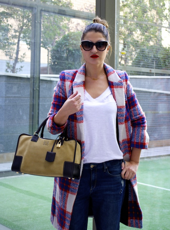 boyfriend jeans h&m Loewe Amazona bag Zara coat stilettos Zara Amaras la moda 4