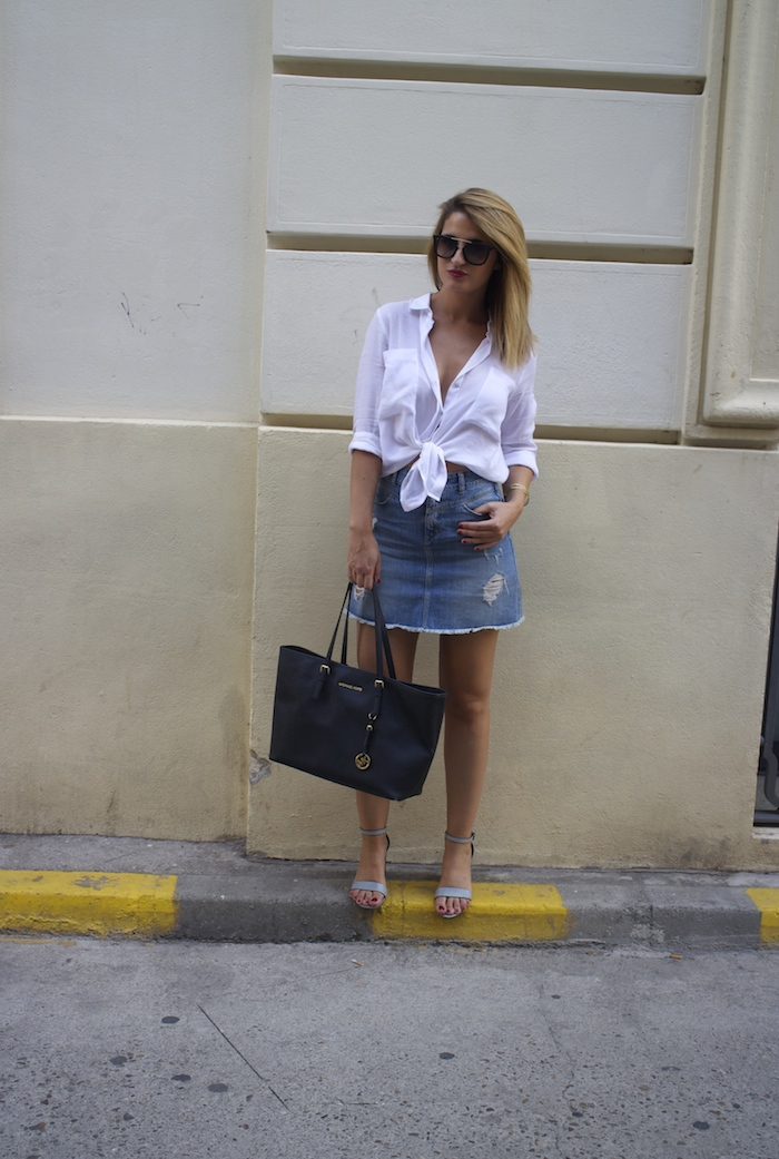 amaras la moda white blouse denim skirt sandals zara michael kors bag paula fraile 4