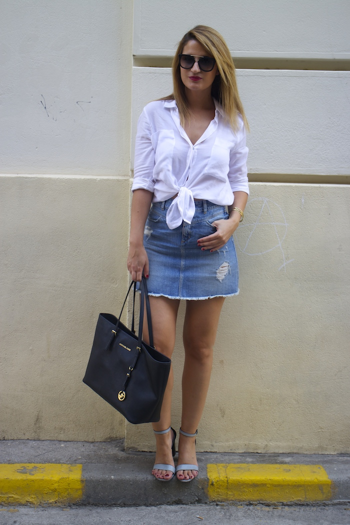 amaras la moda white blouse denim skirt sandals zara michael kors bag paula fraile 6