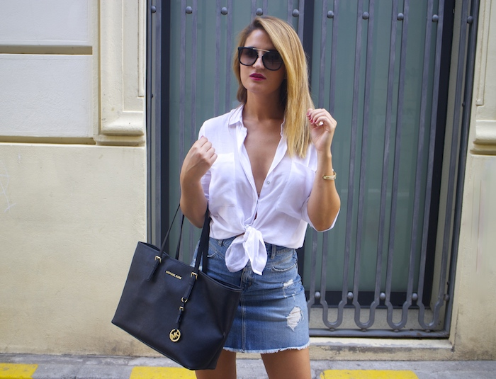 amaras la moda white blouse denim skirt sandals zara michael kors bag paula fraile