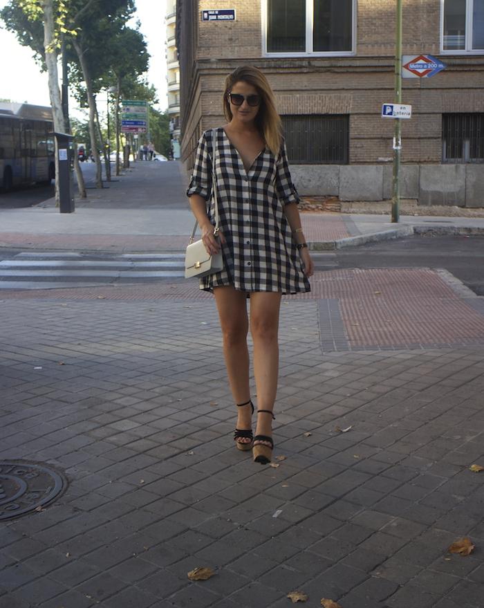 vestido cuadros sandalias cuña justfab ecco shoes bag amaras la moda Paula Fraile 9