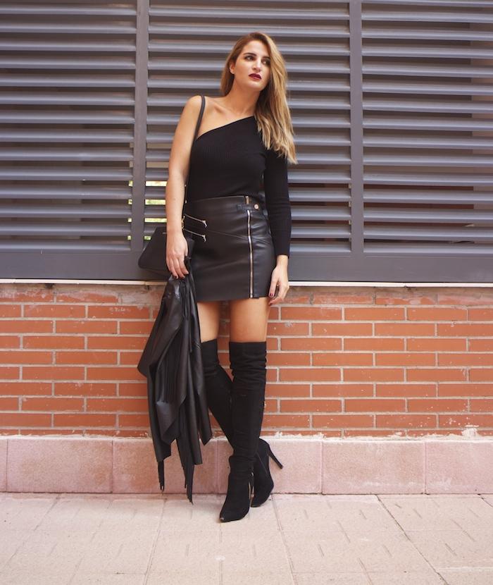 top asimetrico falda de cuero botas mosqueteras amaras la moda Paula Fraile3
