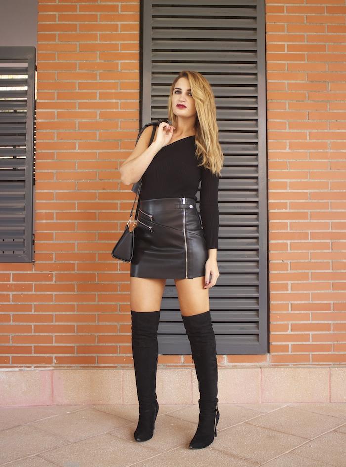 top asimetrico falda de cuero botas mosqueteras amaras la moda Paula Fraile5