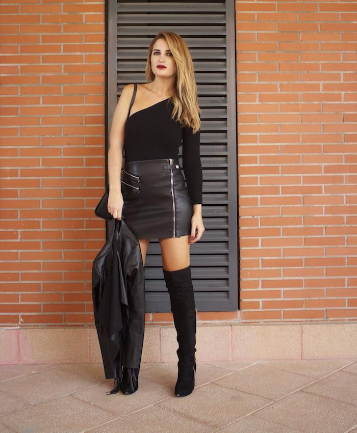 top asimetrico falda de cuero botas mosqueteras amaras la moda Paula Fraile7