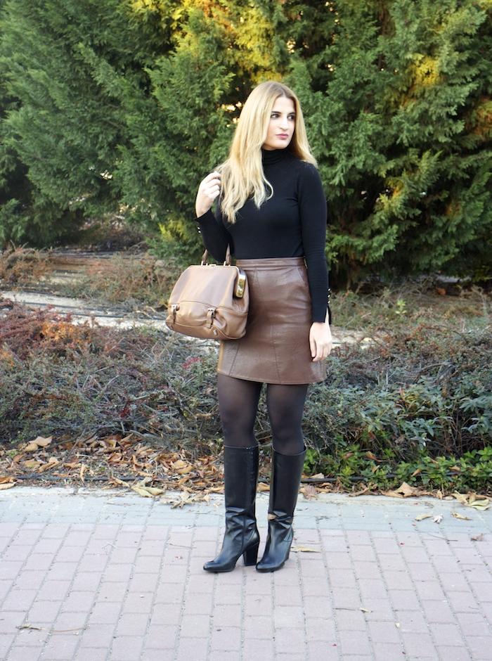 leather skirt zara  michael kors bag pilar burgos boots amaras la moda paula fraile4