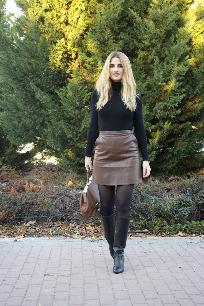 leather skirt zara  michael kors bag pilar burgos boots amaras la moda paula fraile5