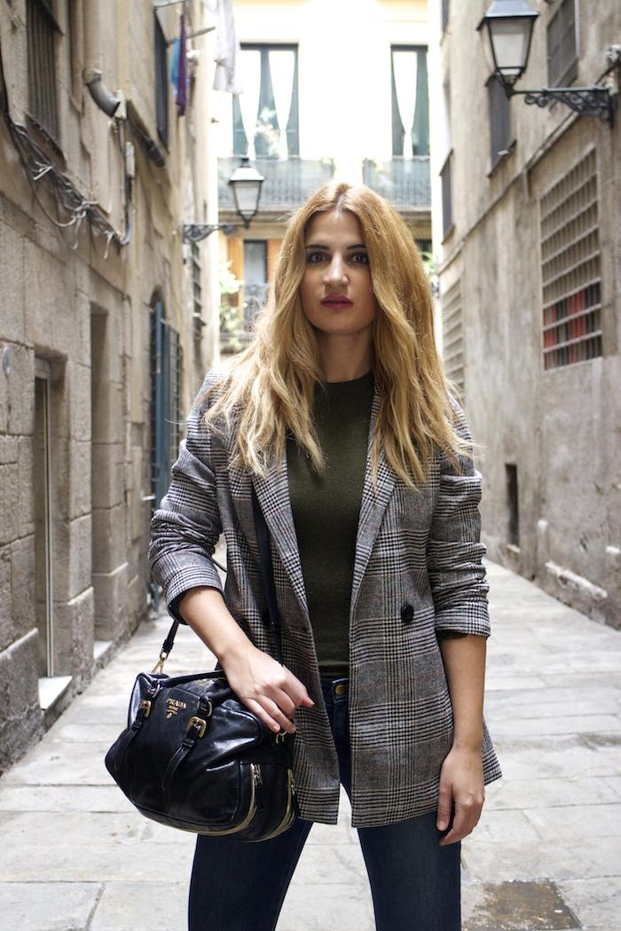 shana jacket michael kors jeans Prada bag Huarache Nike sneakers Amaras la moda Paula Fraile