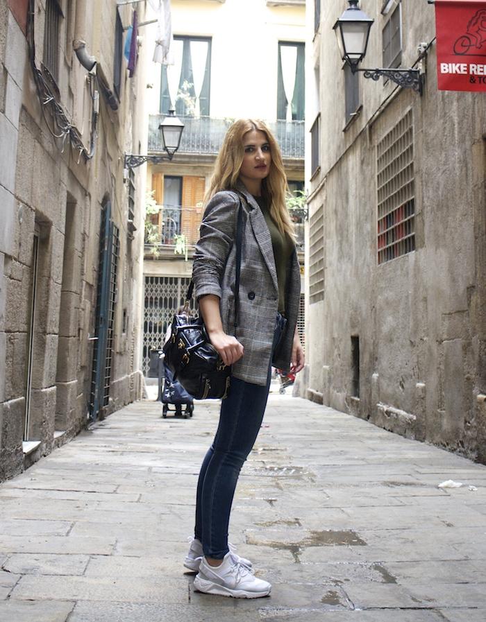 shana jacket michael kors jeans Prada bag Huarache Nike sneakers Amaras la moda Paula Fraile2