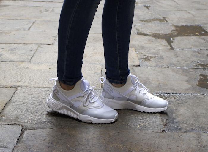 shana jacket michael kors jeans Prada bag Huarache Nike sneakers Amaras la moda Paula Fraile3