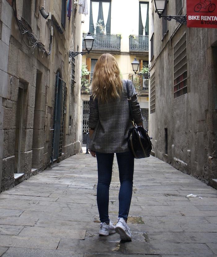 shana jacket michael kors jeans Prada bag Huarache Nike sneakers Amaras la moda Paula Fraile4