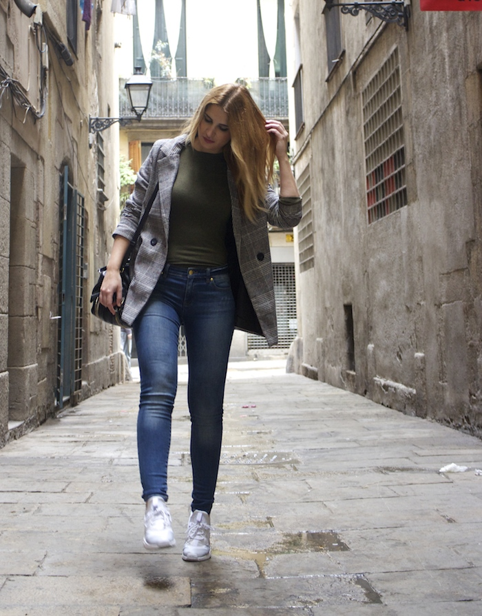 shana jacket michael kors jeans Prada bag Huarache Nike sneakers Amaras la moda Paula Fraile6