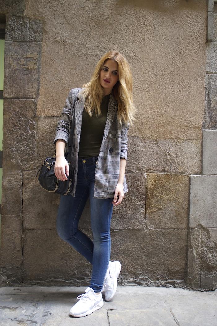 shana jacket michael kors jeans Prada bag Huarache Nike sneakers Amaras la moda Paula Fraile9
