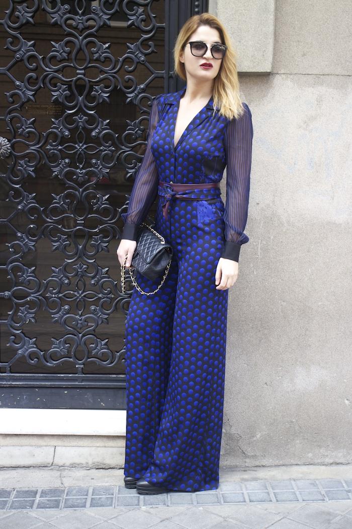 Diane Von Furstenberg  jumpsuit polka dots chanel bag prada sunnies Paula Fraile Amarás la moda fashion blogger10