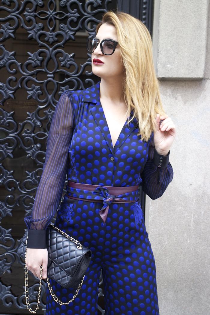Diane Von Furstenberg  jumpsuit polka dots chanel bag prada sunnies Paula Fraile Amarás la moda fashion blogger12