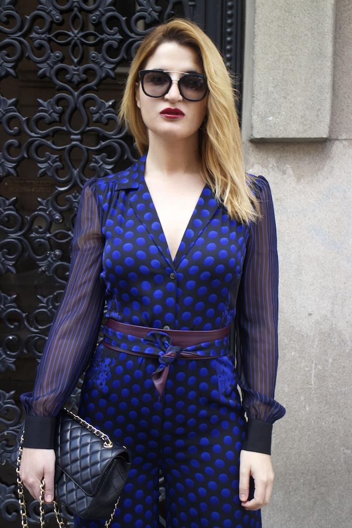 Diane Von Furstenberg  jumpsuit polka dots chanel bag prada sunnies Paula Fraile Amarás la moda fashion blogger13