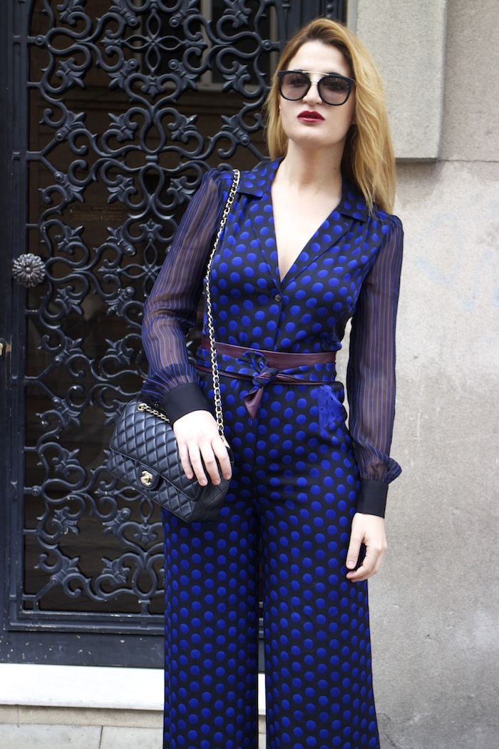 Diane Von Furstenberg  jumpsuit polka dots chanel bag prada sunnies Paula Fraile Amarás la moda fashion blogger14
