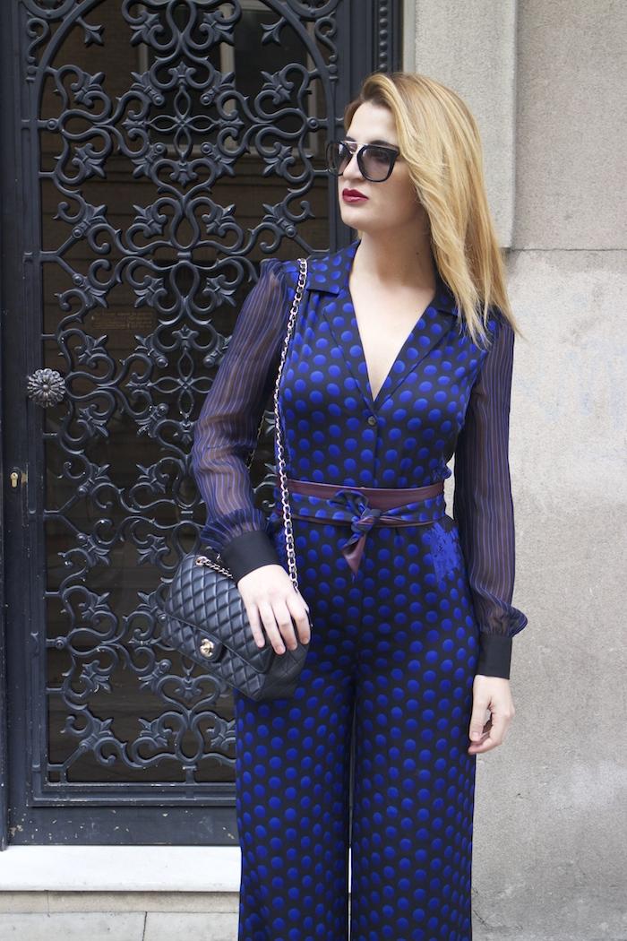Diane Von Furstenberg  jumpsuit polka dots chanel bag prada sunnies Paula Fraile Amarás la moda fashion blogger15
