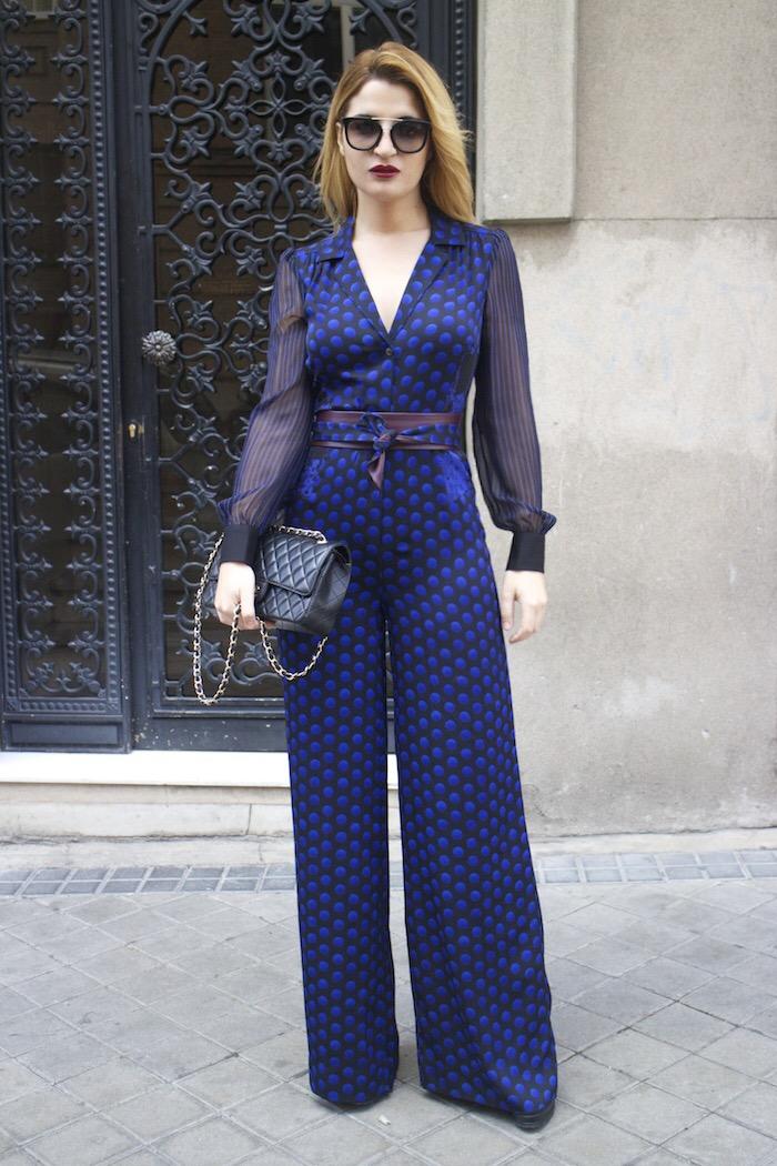 Diane Von Furstenberg  jumpsuit polka dots chanel bag prada sunnies Paula Fraile Amarás la moda fashion blogger16