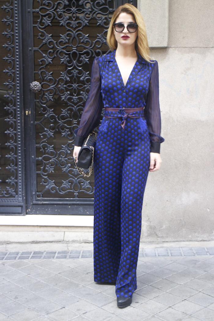 Diane Von Furstenberg  jumpsuit polka dots chanel bag prada sunnies Paula Fraile Amarás la moda fashion blogger17