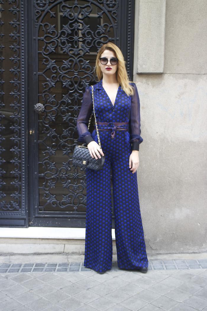 Diane Von Furstenberg  jumpsuit polka dots chanel bag prada sunnies Paula Fraile Amarás la moda fashion blogger6