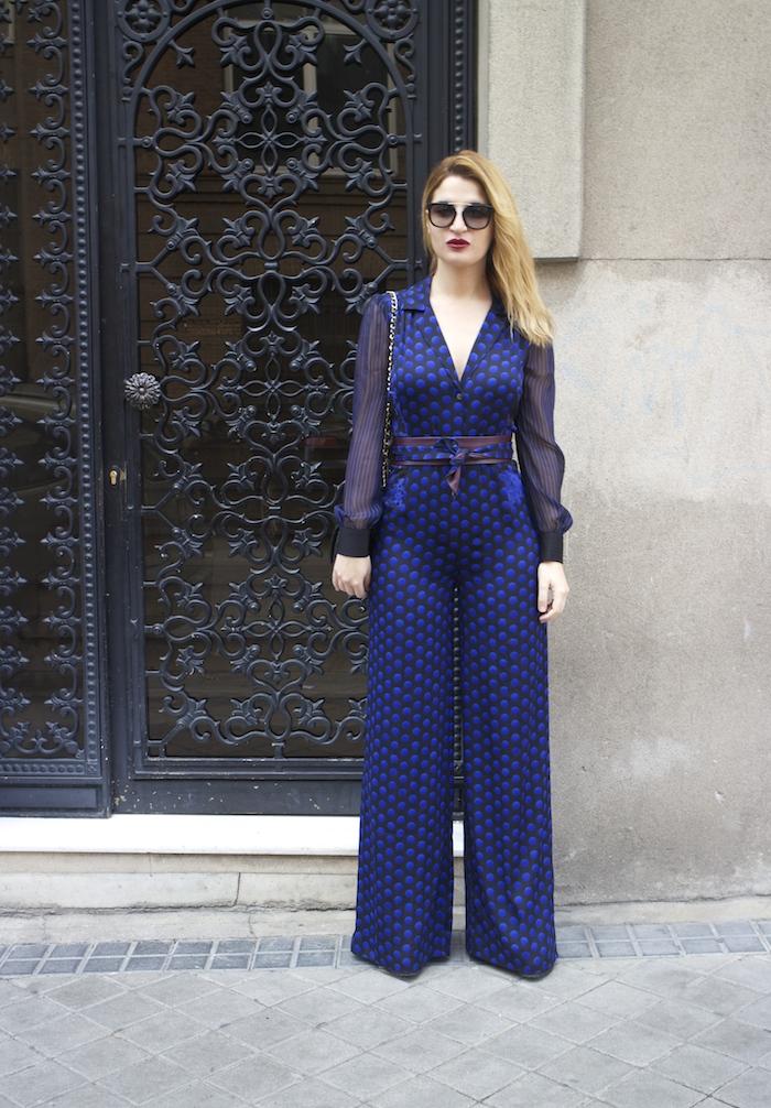 Diane Von Furstenberg  jumpsuit polka dots chanel bag prada sunnies Paula Fraile Amarás la moda fashion blogger7