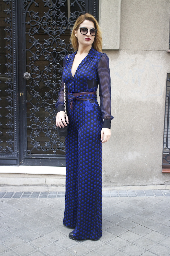 Diane Von Furstenberg  jumpsuit polka dots chanel bag prada sunnies Paula Fraile Amarás la moda fashion blogger8