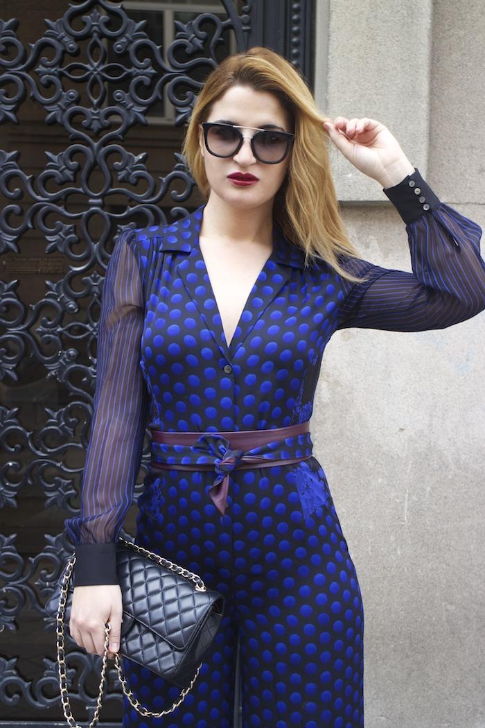 Diane Von Furstenberg  jumpsuit polka dots chanel bag prada sunnies Paula Fraile Amarás la moda fashion blogger9