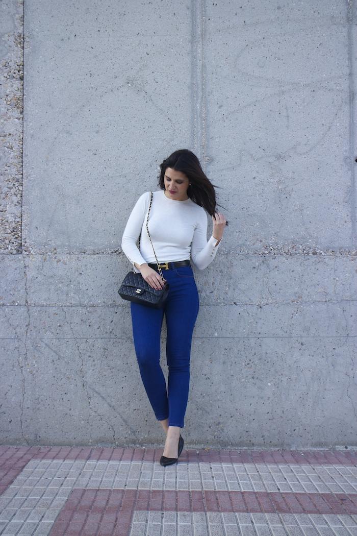 hermes belt chanel bag capri jeans white amaras la moda paula fraile6