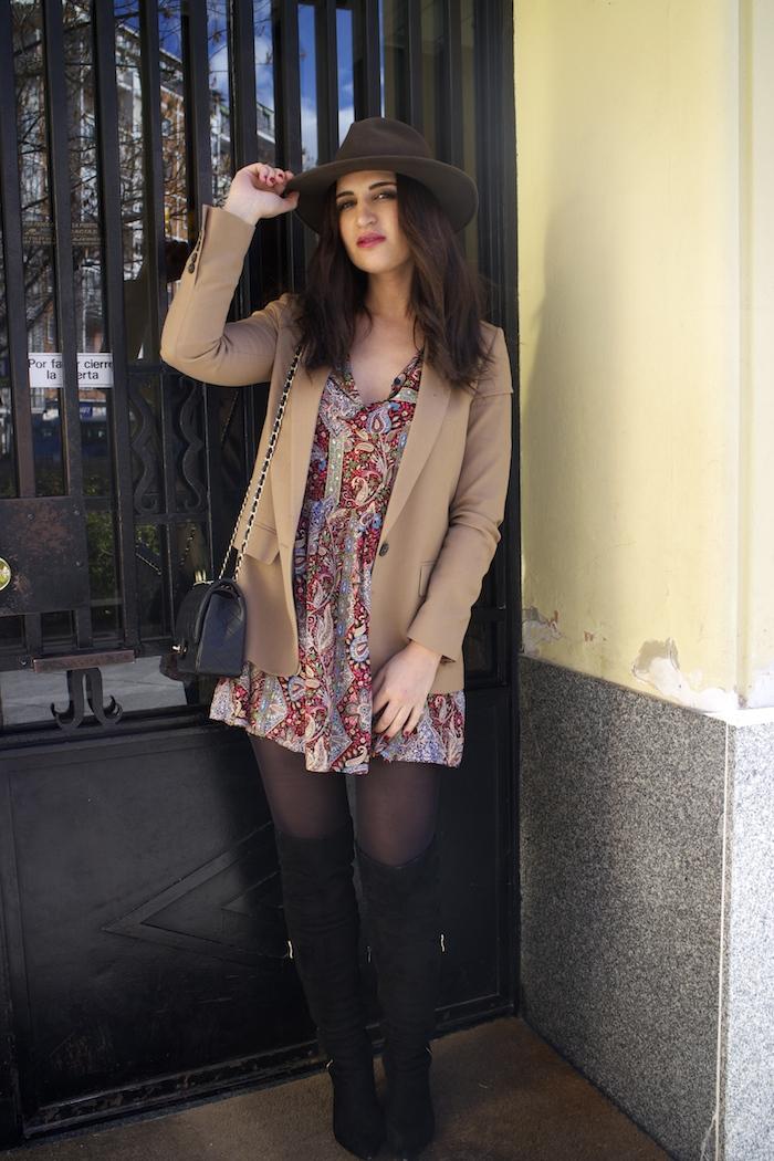 fashion pill dress camel blazer Zara chanel bag hat Paula Fraile amaras la moda fashion blogger4