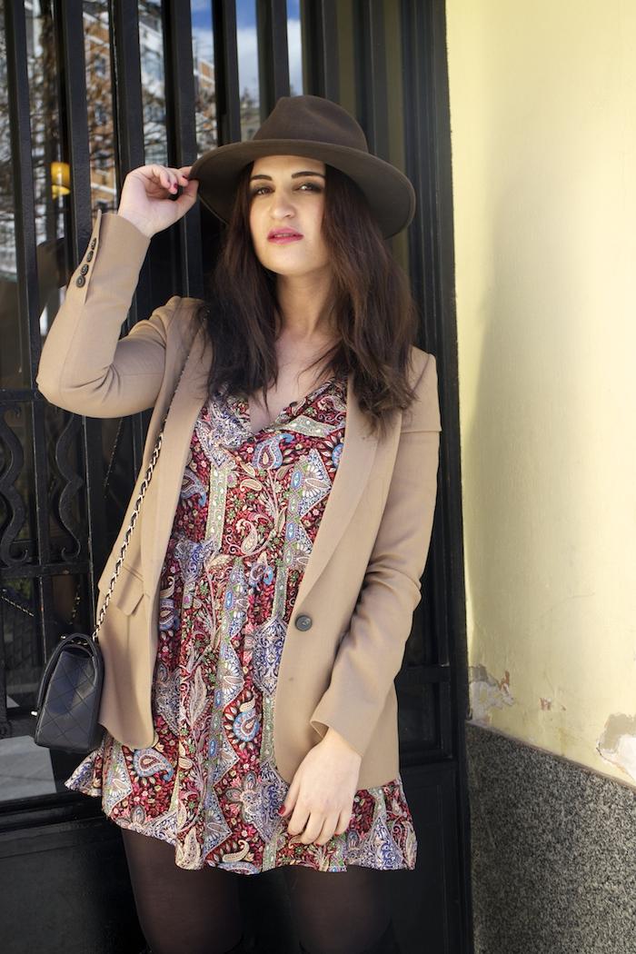 fashion pill dress camel blazer Zara chanel bag hat Paula Fraile amaras la moda fashion blogger9