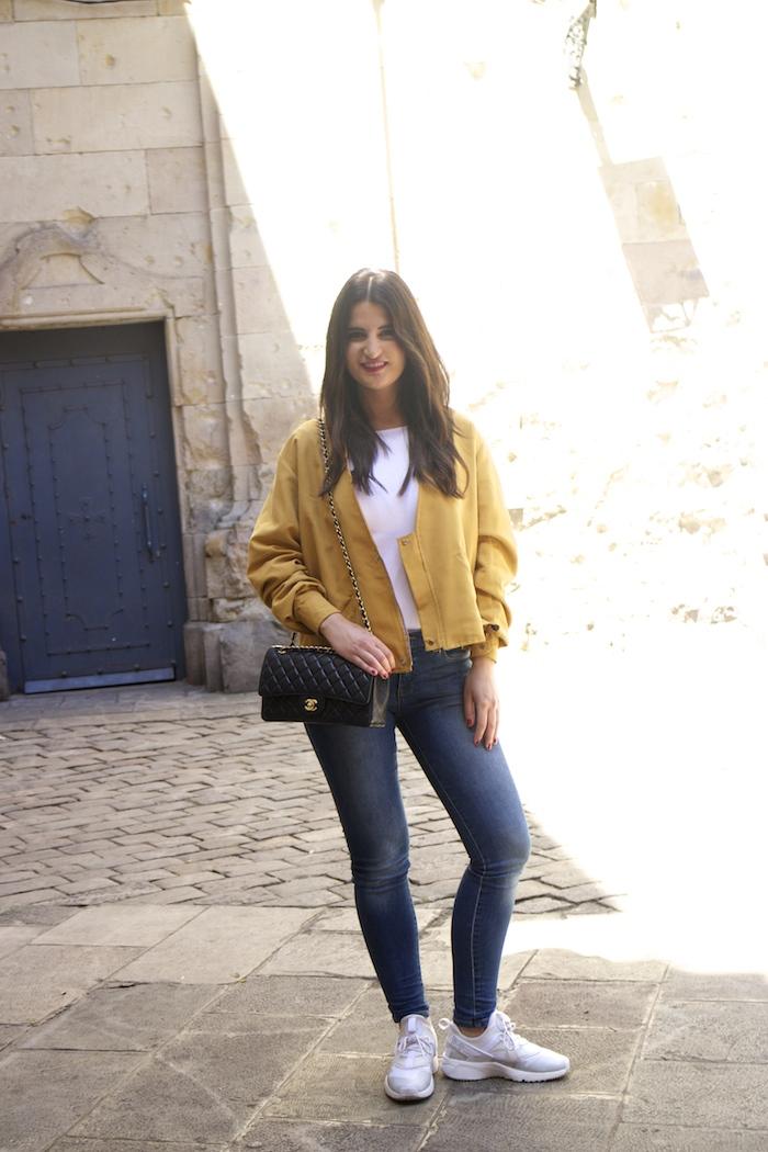 chaqueta reloj michael kors jeans chanel bag nike sneakers amaras la moda paula fraile4