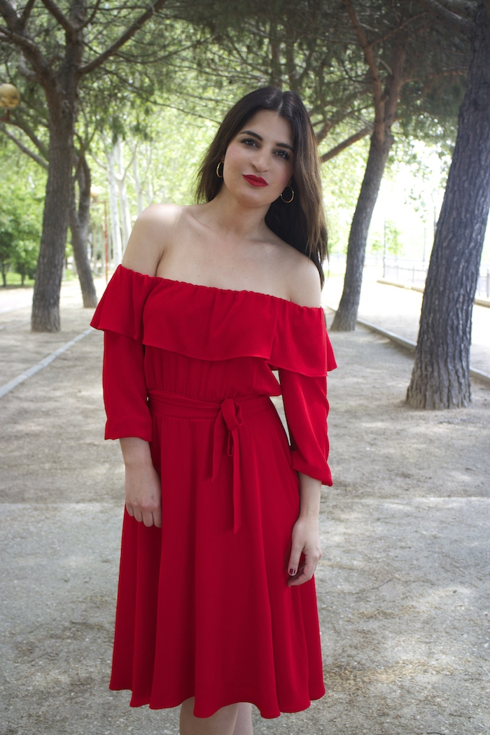 tintoretto mujer amaras la moda vestido rojo escote brigitte paula fraile stiletto sergio rossi.6