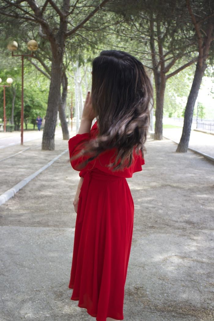 tintoretto mujer amaras la moda vestido rojo escote brigitte paula fraile stiletto sergio rossi.7