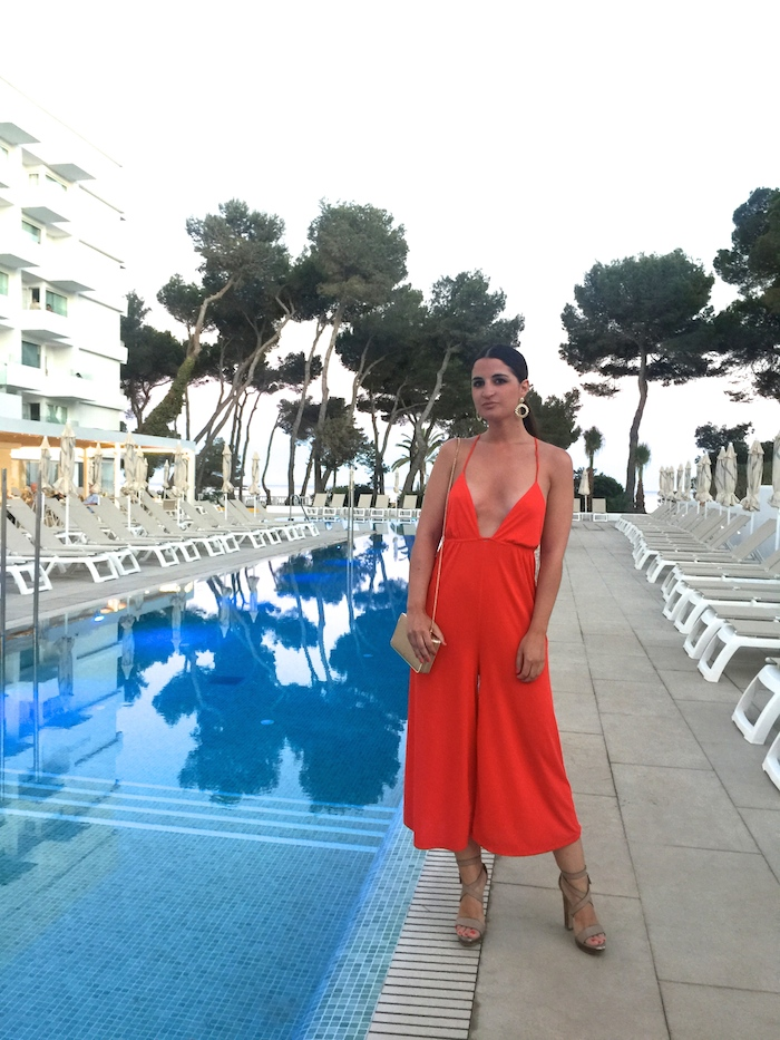 mono rojo iberostar Santa Eulalia Ibiza amaras la moda paula fraile