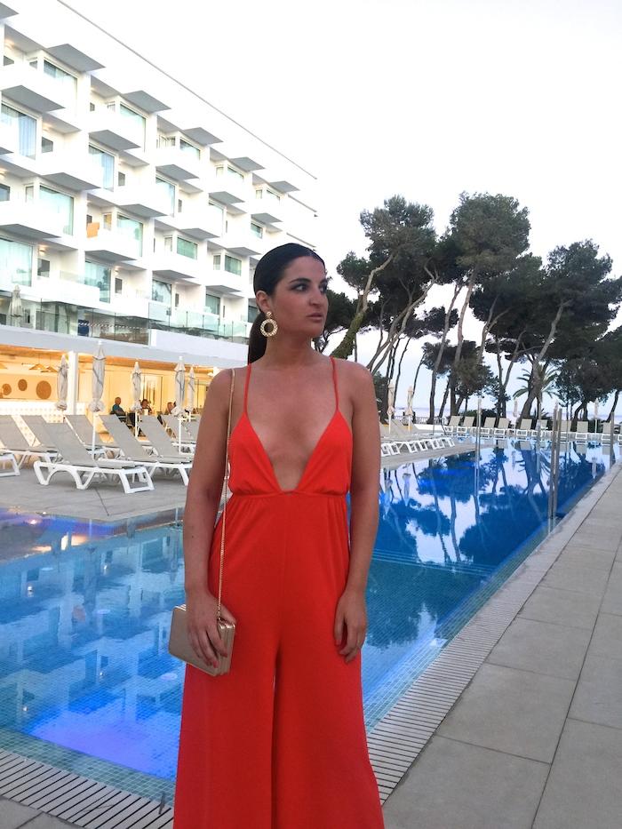 mono rojo iberostar Santa Eulalia Ibiza amaras la moda paula fraile6