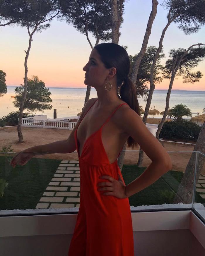 mono rojo iberostar Santa Eulalia Ibiza amaras la moda paula fraile8