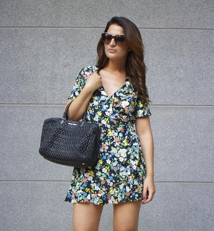 topshop flower dress amaras la moda Gucci heels Miu miu bag paula fraile3