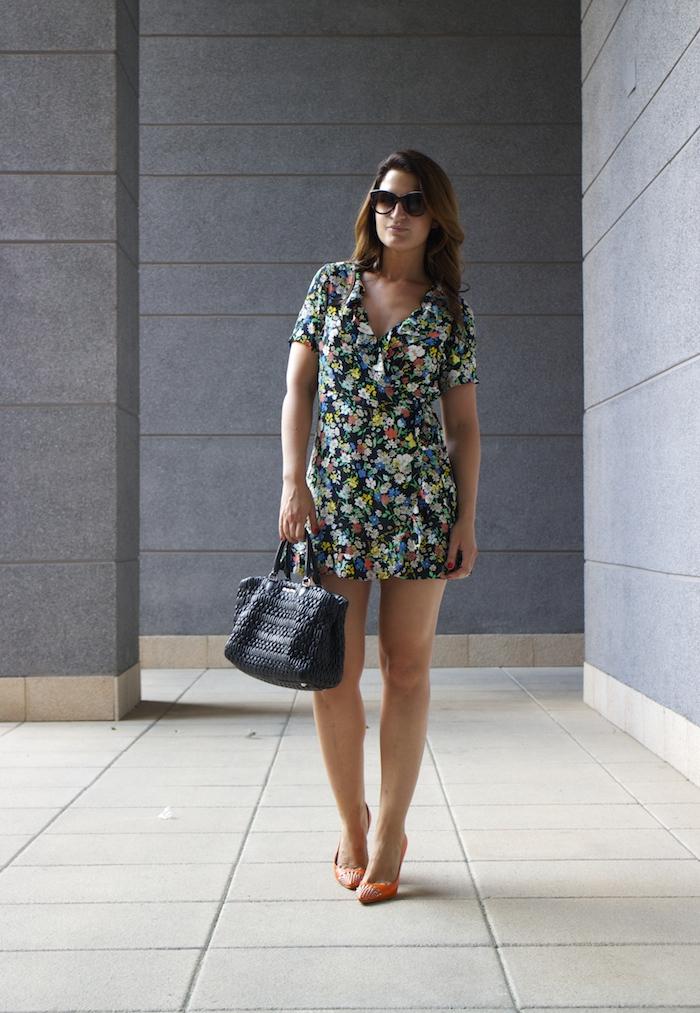topshop flower dress amaras la moda Gucci heels Miu miu bag paula fraile7
