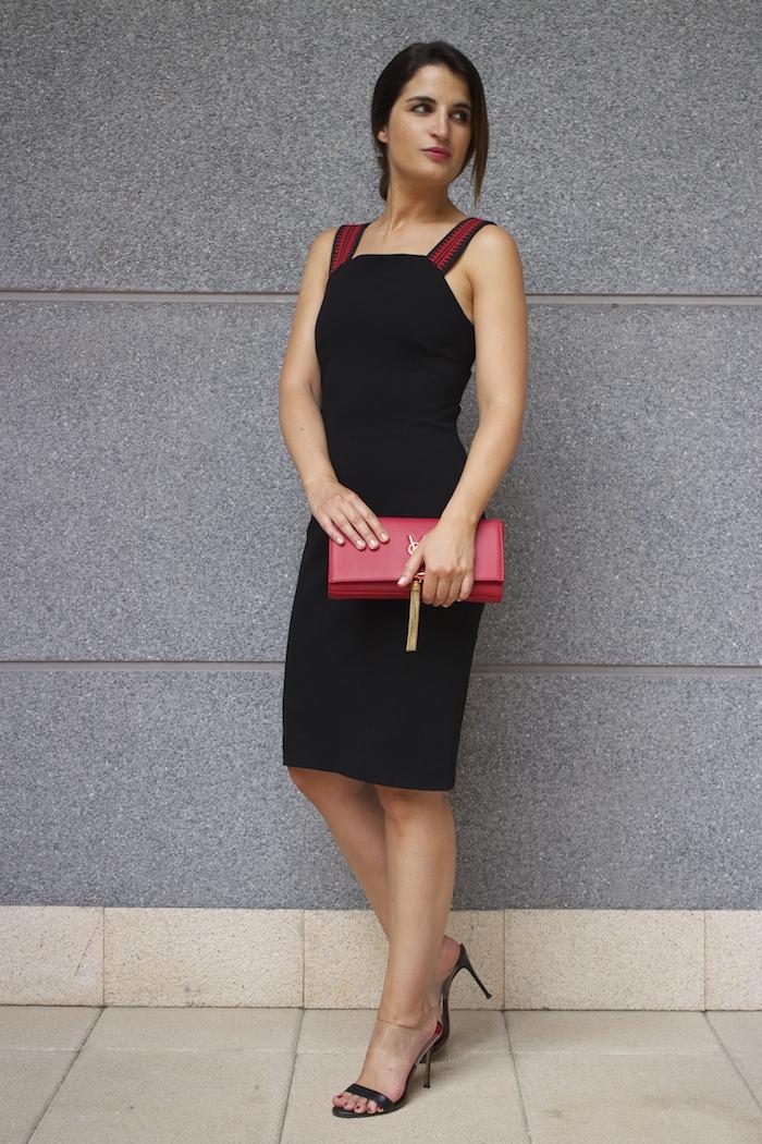 versace dress amaras la moda back carolina herrera heels yves saint laurent bag.5
